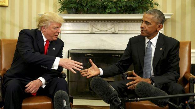 Trump saluda a Obama en la Casa Blanca.