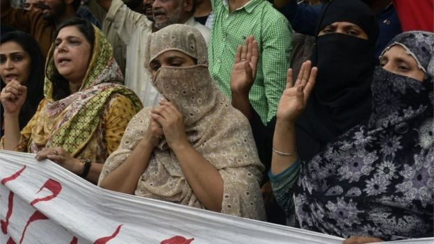 Relatives and area residents protest in support of Pakistani national Zulfiqar Ali in Lahore (28 July 2016)