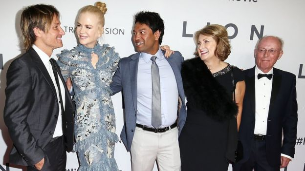 Keith Urban, Nicole Kidman, Saroo Brierley, Sue Brierley y John Brierley