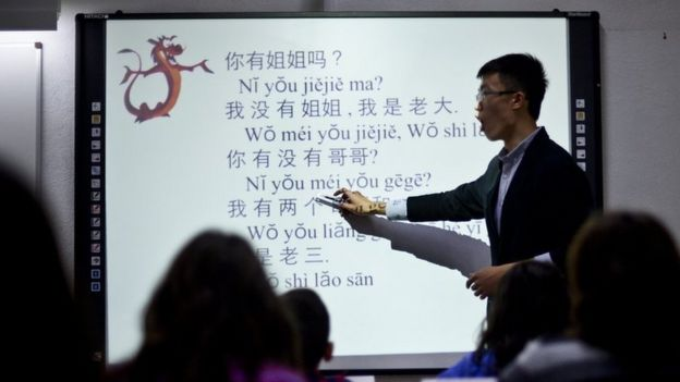 Man using pinyin in Portugal