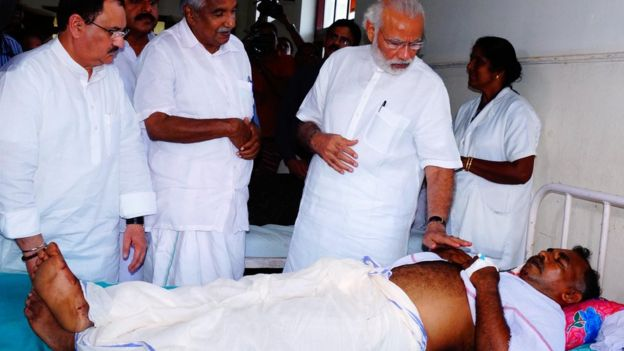 Indian PM Narendra Modi visits injured people in hospital, 10 April 2016