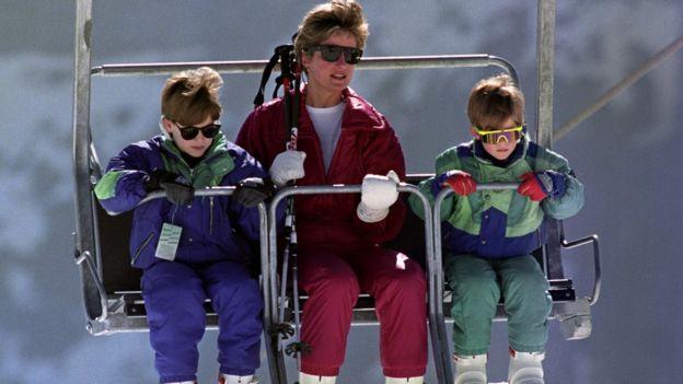 威廉王子、戴安娜王妃與哈里王子在奧地利滑雪(4/1991)
