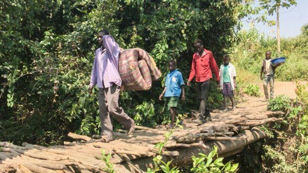 Personas huyendo del conflicto de Sudán del Sur