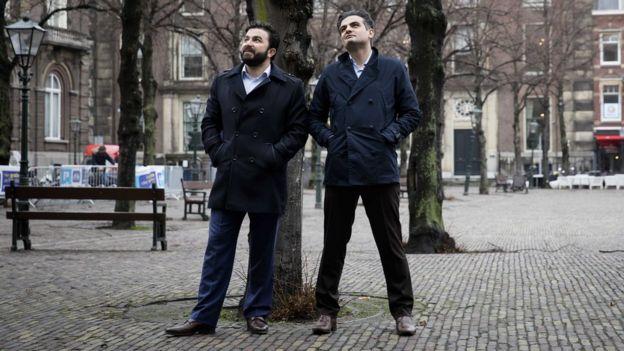 DENK lideri Tunahan Kuzu (sağda) ve parti üyesi Selçuk Öztürk