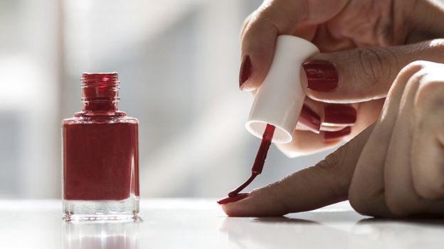 Los ftalatos están presentes en muchos cosméticos.