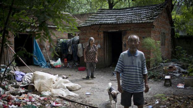 """Muchas aldeas rurales están """"en estado de colapso"""" y albergan principalmente personas mayores y niños."""