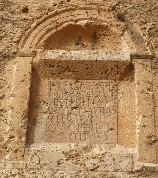 Inscripciones romanas cerca de las riberas del río Barada.