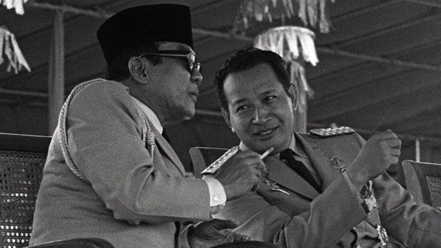 El presidente Sukarno y el general Suharto.