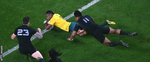 Tevita Kuridrani scores Australia's second try