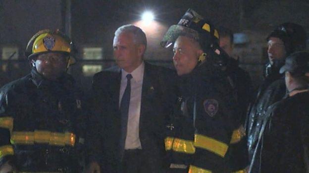 Mike Pence desalojado por los bomberos de la aeronave