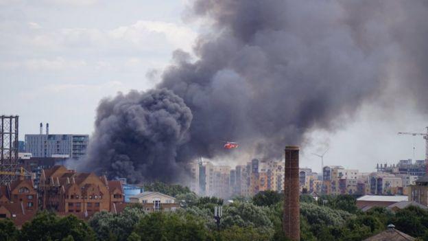 Вертолет доставляет пострадавшего в госпиталь. Фото London Fire Brigade