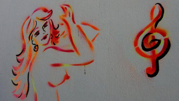 Dibujo en la pared de un bar donde trabajan venezolanas.