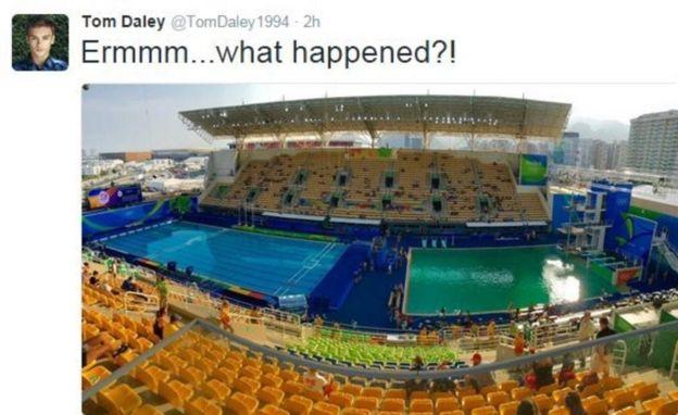 Волимпийском бассейне вРио заночь позеленела вода