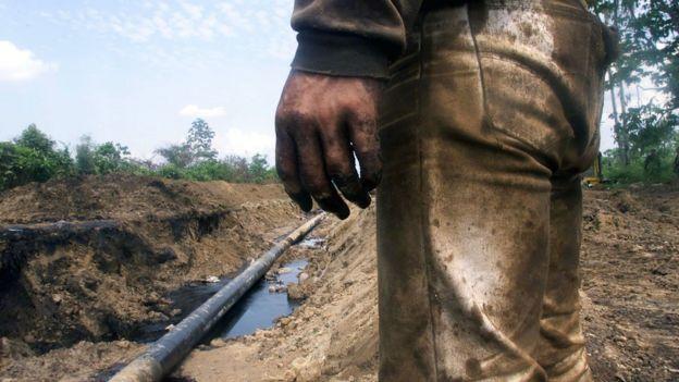 Derrame en el oleoducto Caño Limón-Coveñas, tras atentado del ELN. (Foto de archivo.)