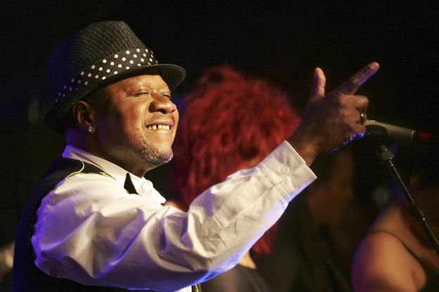 Papa Wemba performing in Paris, 15 February 2006