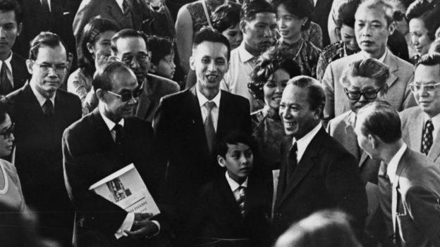 Tổng thống Nguyễn Văn Thiệu trong lễ khai trương một bệnh viện ở Sài Gòn