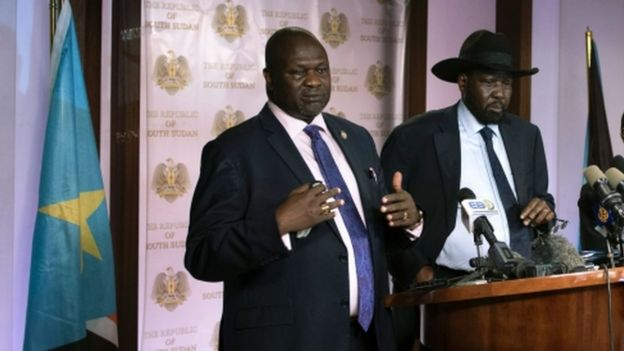 Mr Machar (l) and Mr Kiir