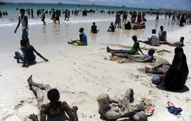 somalis relax on lido beach