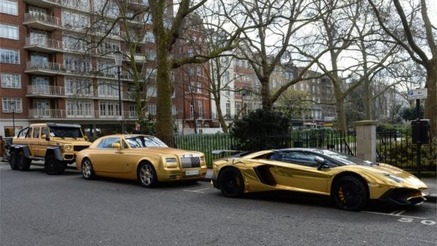 Fleet of gold cars in Knightsbridge