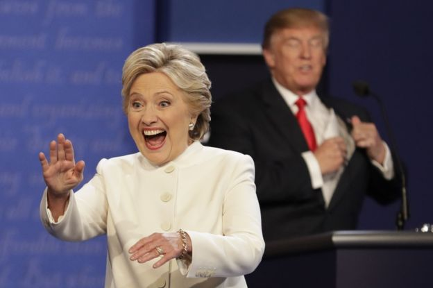 Los candidatos no se saludaron al inicio ni al final.