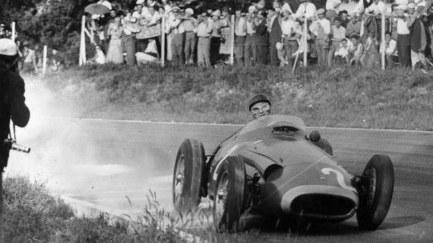 Fangio en acción en Monza.