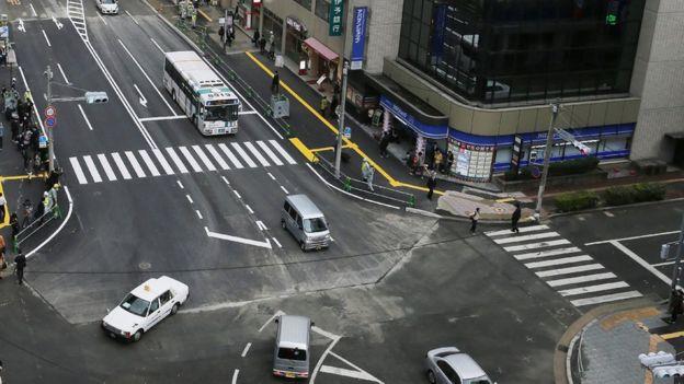 Avenida de Fukuoka reparada después del socavón