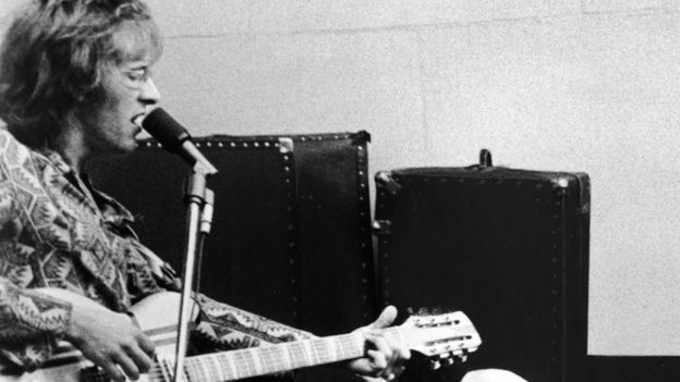 kantner singles Mr kantner wrote or helped write many of the songs that defined the san  (that  album also included the only top 10 singles the airplane.