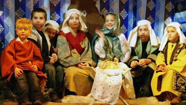 Müslüman çocuklar Hıristiyanlık'a ait etkinliklere zorunlu olmasa da katılmak istiyor