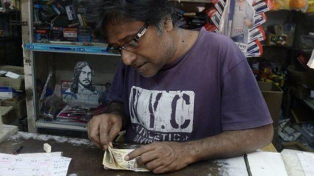 dinero indio pequeño cerca de Marbella