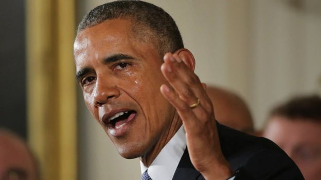 Barack Obama llora.