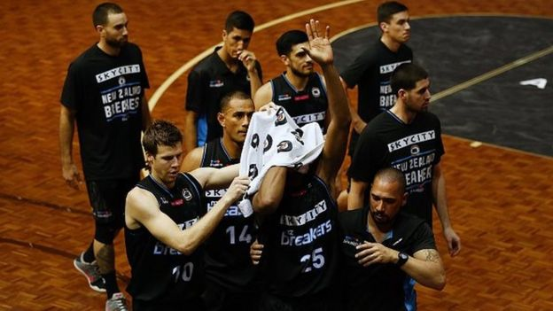 JANUARY 26: Akil Mitchell of the Breakers acknowledges the supporters as he is helped off the court by his team with a serious eye injury during the round 17 NBL match between the New Zealand Breakers and the Cairns Taipans at the North Shore Events Centre on January 26, 2017 in Auckland, New Zealand.