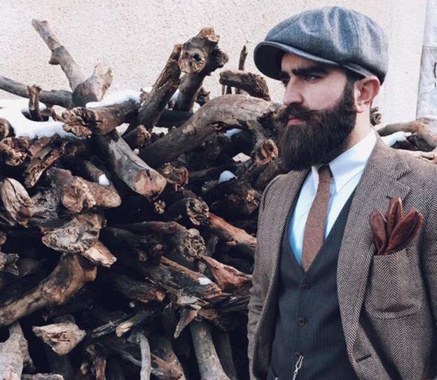 Житель Ирака, одеты в стиле хипстер