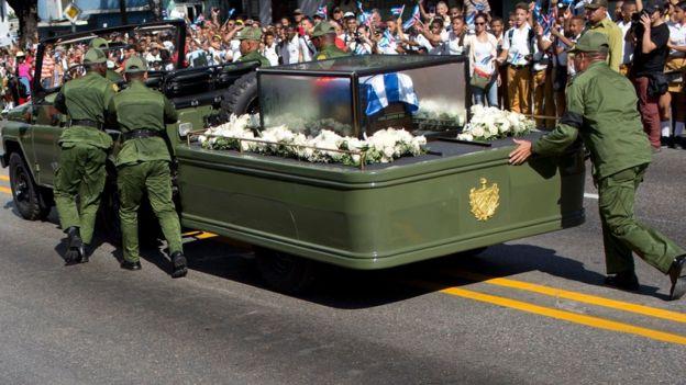 El jeep que transportó las cenizas de Castro tuvo una falla cerca del Moncada.