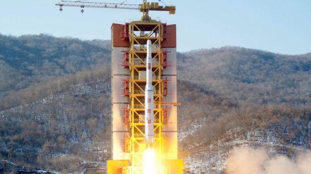 Kuzey Kore'nin Şubat ayında gerçekleştirdiği füze denemesinden bir fotoğraf