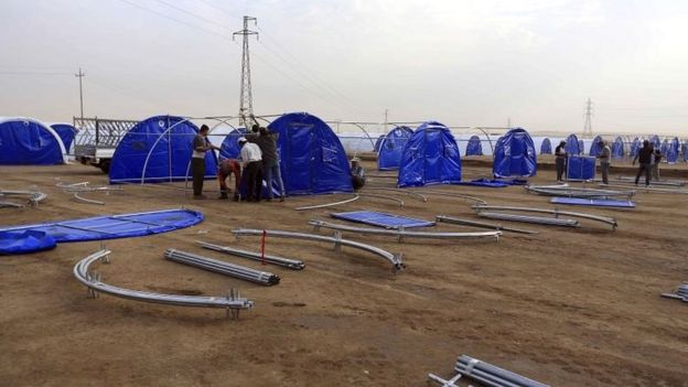 Refugee camp is set up in Khazer, Iraq, on 19 October 2016