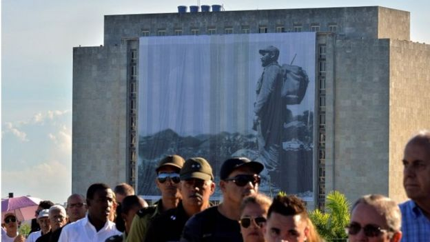 People queue to pay their last respects to Cuban revolutionary icon Fidel Castro kicking off a series of memorials in Havana, on November 28, 2016