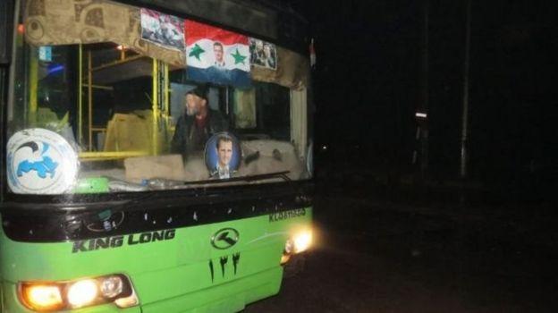 Hükümete ait otobüsler tahliye için bekletiliyor