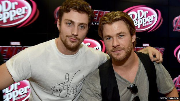 Aaron Taylor-Johnson (Quicksilver) with Chris Hemsworth (Thor)