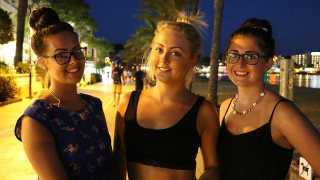 Taylor Smith (left), Bryony Russell, Lauren Darby (right)
