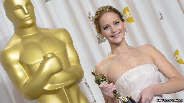 Jennifer Lawrence holding her Oscar