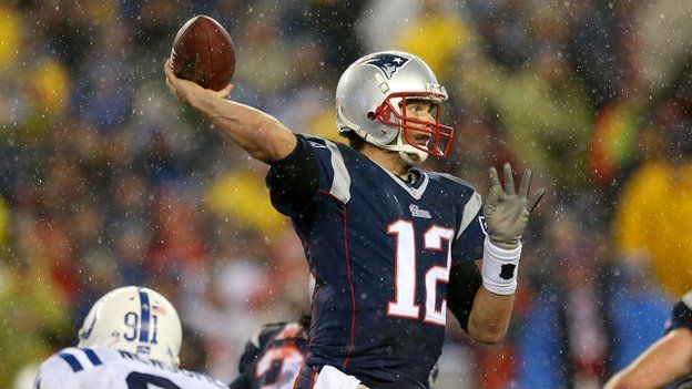 Tom Brady throwing the ball