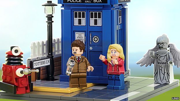 Lego Doctor Who figures and the Tardis