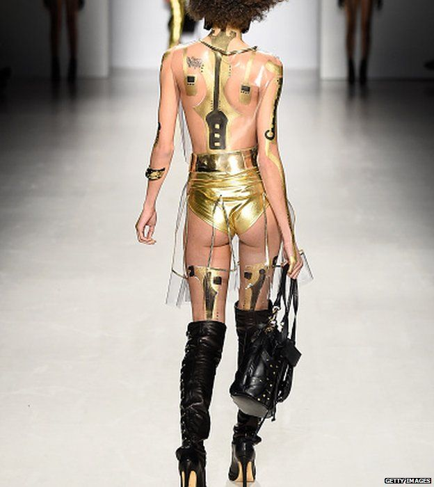 Not an ideal outfit for a bus ride to the office. Another Antonio Urzi creation