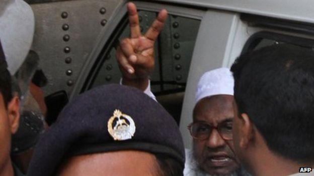 Abdul Quader Mullah Gestures