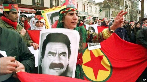 PKK supporters demonstrate in Paris after the arrest of Abdullah Ocalan (17 February 1999)