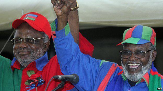 Sam Nujoma (right) and Hifikepunye Pohamba, 2004
