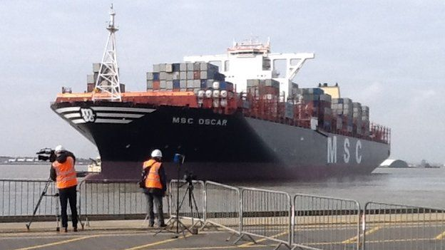 MSC OSCAR - Container Ship - Details and current position IMO ...