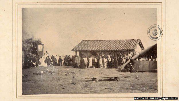 Una fotografía de la masa que se celebra durante la Guerra de la Triple Alianza