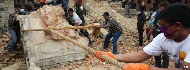 Volunteers help to remove rubble from the ancient Mahadev Mandir temple at Durbar Square in the city of Bhaktapur, east of Kathmandu, on 30 April 2015
