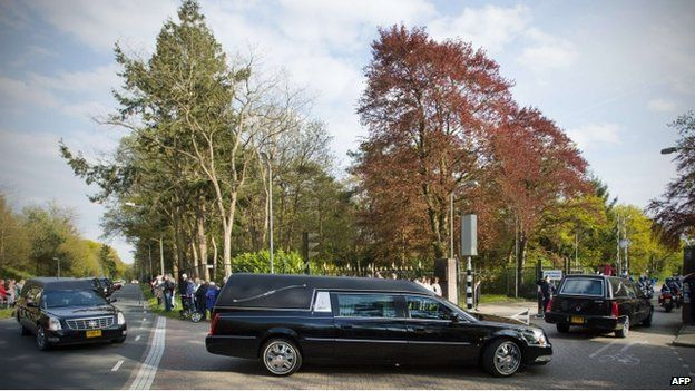 Cortege carrying remains of MH17 victims in the Netherlands (2 May)